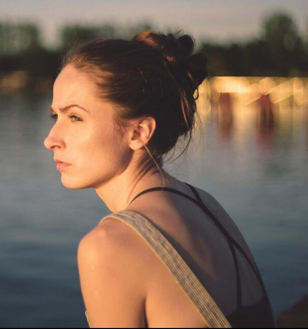 Photo of a woman looking off in the distance. This photo represents someone with depression needing counseling for their mood disorder in Florida
